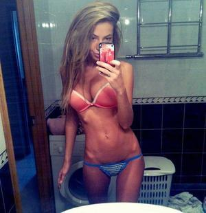 Xiomara is looking for adult webcam chat