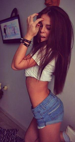 Micki from Hawaii is looking for adult webcam chat
