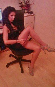 Meet local singles like Nickie from Waterford, Virginia who want to fuck tonight