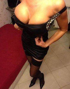 Camilla from Glen Rogers, West Virginia is looking for adult webcam chat